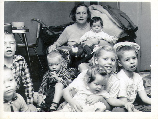 nan-nan-and-her-grandkids-about-1960