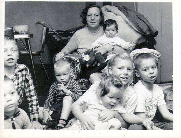 nan-nan-and-her-grandkids-about-1960
